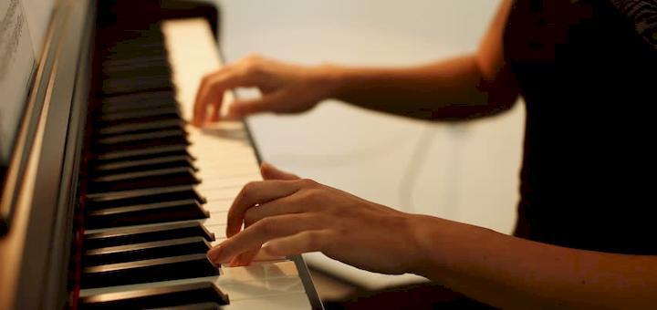 Beautiful Romantic Piano Ringtone | www.RedRingtones.com